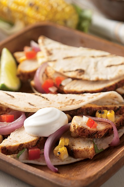 Grilled chicken tacos with sour cream and vegetables