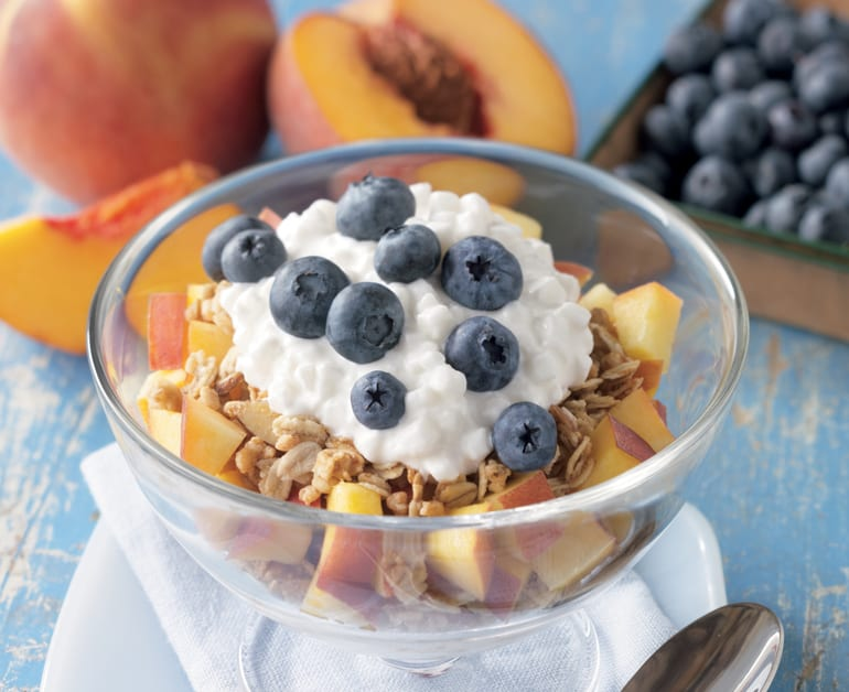 PEACH AND BLUEBERRY PARFAITS