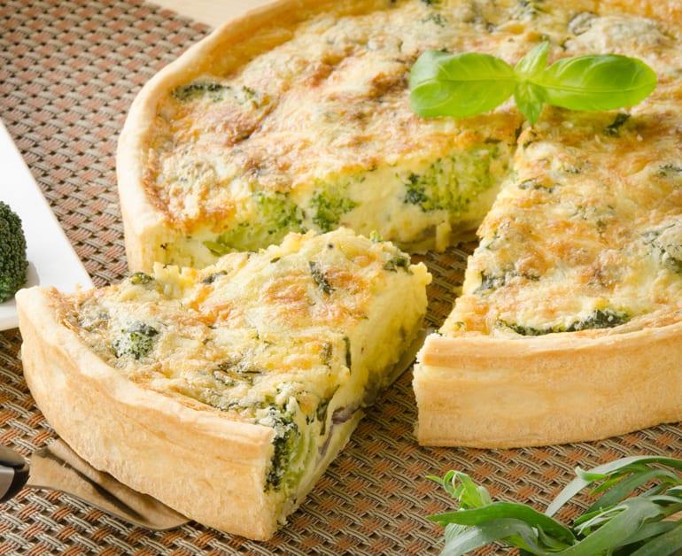 Cheesy Broccoli Quiche slider image 1