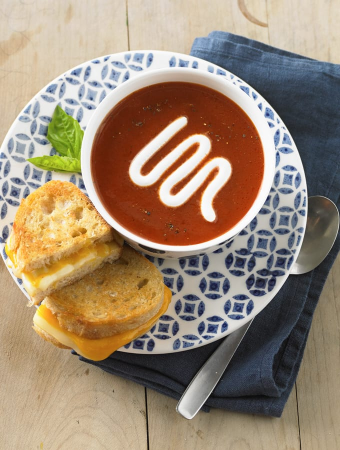 Tomato Soup with Roasted Red Peppers and Garlic slider image 2